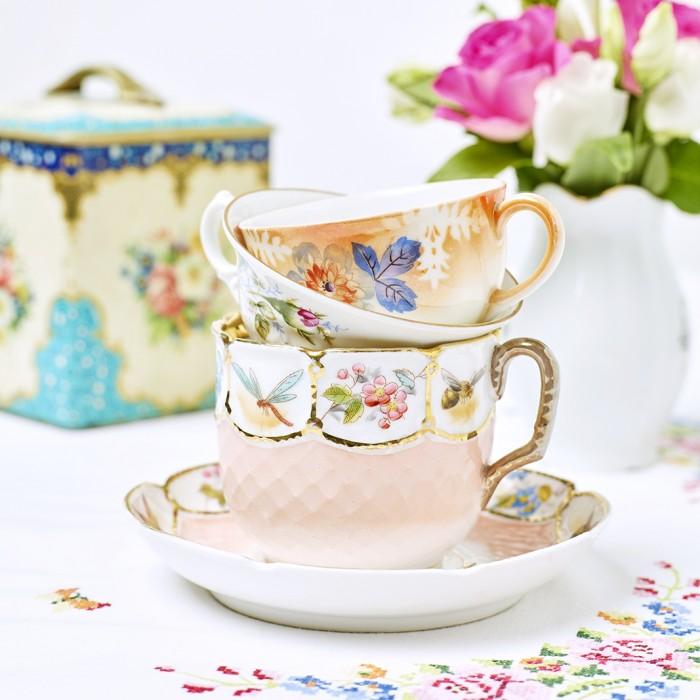 Älskade koppar. Strindberg skriver om kaffekoppar på flera ställen i sina texter. Maria Wine har diktat om dem. Kopparna ger härlig inspiration.