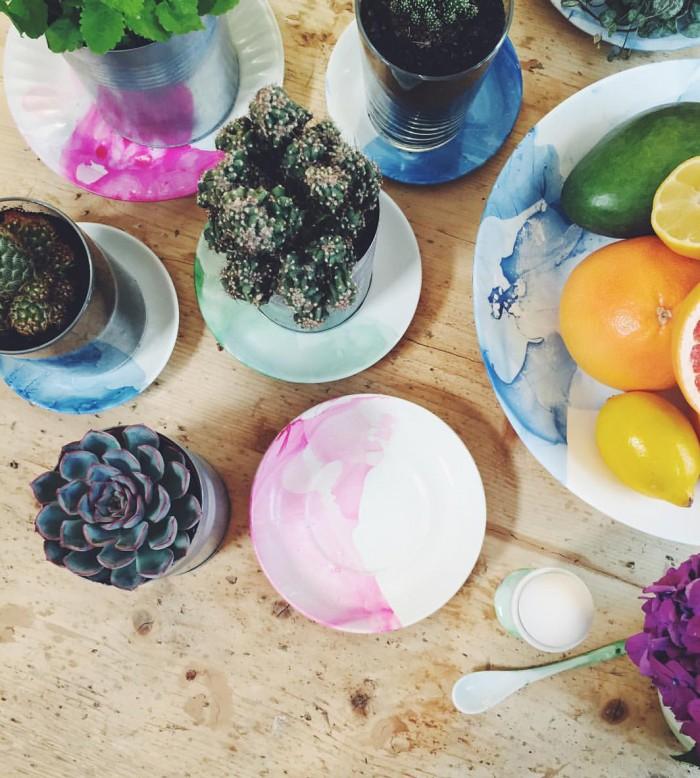 """Elsa Billgren marmorerade porslin med nagellack i """"Äntligen hemma"""". Foto: Instagram"""