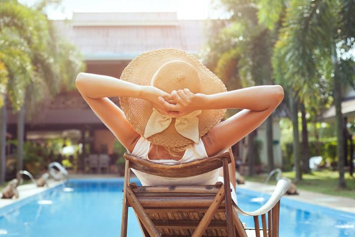 Vi fotar gärna poolen och hotellet när vi är på semester. Foto: Shutterstock