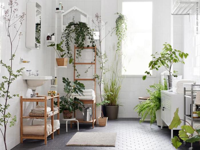 Glöm inte badrummet när du inreder med grönska.