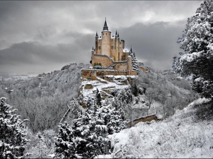 vinter-Alcazar-of-Segovia-Spain