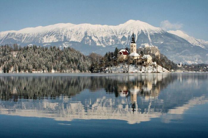 vinter-Lake-Bled-Slovenia