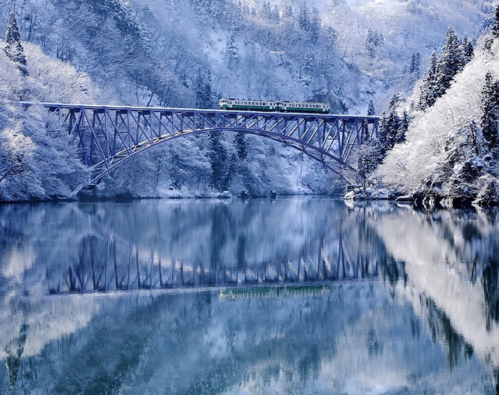 vinter-Tadami-River-Japan
