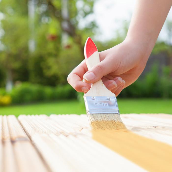 Använd gärna en målardyna istället för en pensel. Foto: Shutterstock