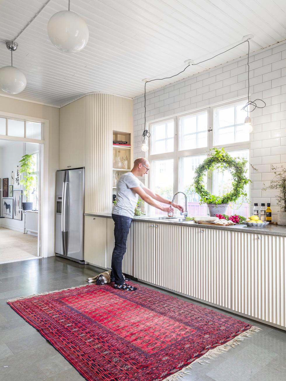 Christian Samuelsson i köket i Drakhuset i Vetlanda.