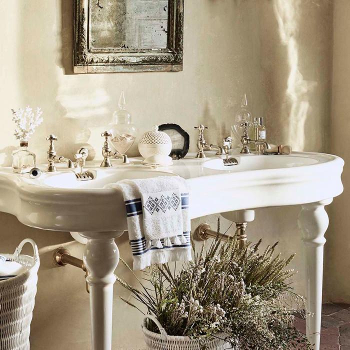 Den vackra badrumsbilden kommer från Zara Home.